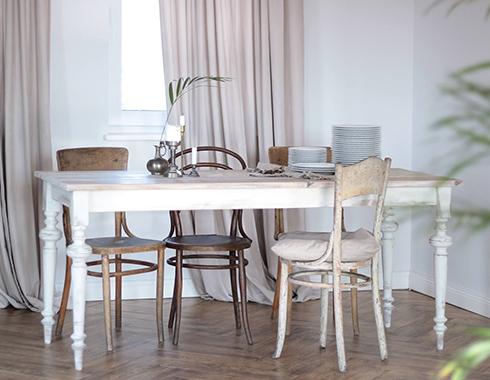 stół w jadalni pomalowany farbą kredową Autentico