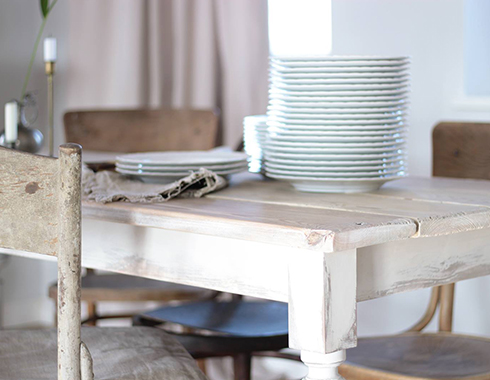 stół pomalowany farbą kredową Autentico