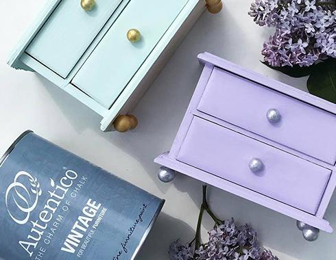 szafka nocna pomalowana farbą kredową Autentico